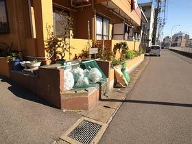 敷地内のゴミ置き場です。