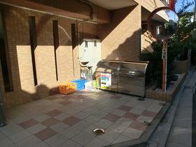 敷地内専用ゴミ置き場あります。