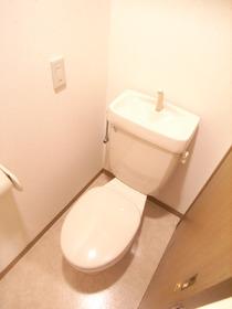 トイレも綺麗に清掃してありますね♪