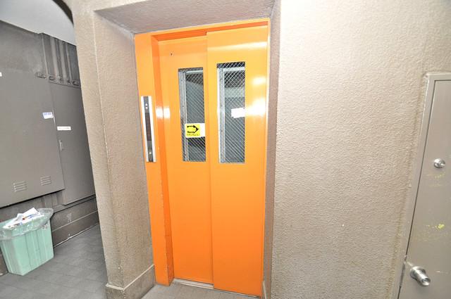 エレベーター付き。これで重たい荷物があっても安心ですね。