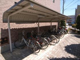 敷地内の駐輪所完備!助かります^^