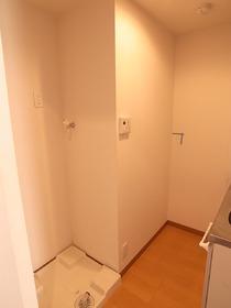 洗濯機置き場には防水パンも完備。水漏れも安心