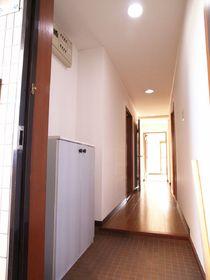 玄関ホールが広くて贅沢な造りです。