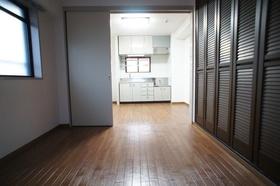 鳴島ビル 403号室