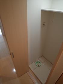 扉付きの洗濯機置き場です!