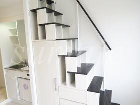 ロフトへの階段です☆