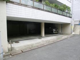 1階は駐車場です!