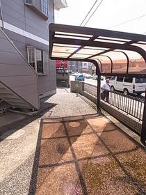 屋根付き駐輪場です♪