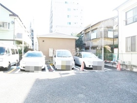 近隣の駐車場です☆