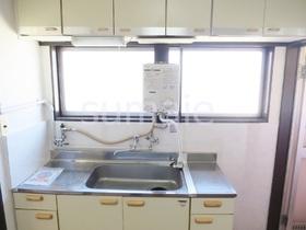 キッチンは窓付きでガスコンロ2口設置可です