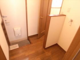 玄関先のお写真です。 洗濯機置き場が見えないタイプ
