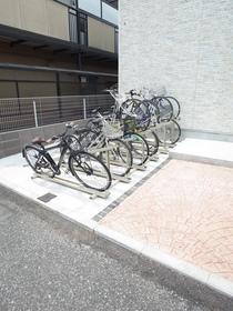 一台のみ有料バイク置き場もあります