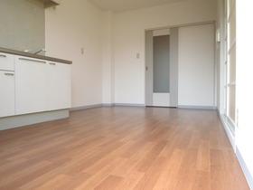 6.7帖のダイニングスペースにキッチンがあります。