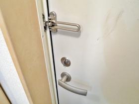 重厚な玄関ドアです♪
