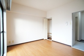 クレッセント梅屋敷 303号室