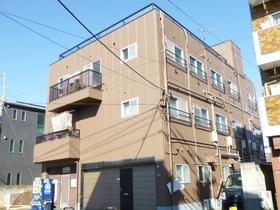 綺麗な外観の3階建てマンション♪