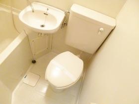 浴室内にトイレがございます♪