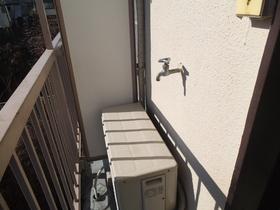 洗濯置き場はバルコニーにあります。給水部分です