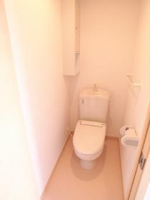 トイレには棚もあります!