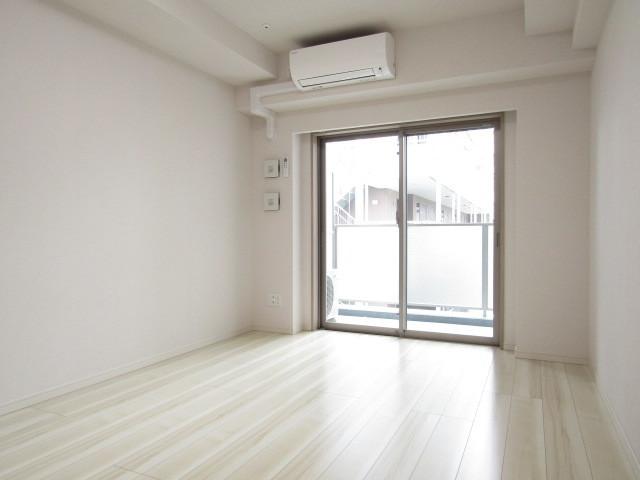 白を基調とした洋室です。