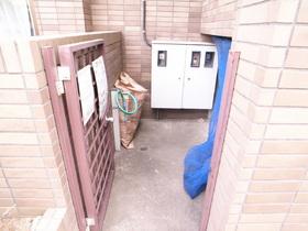 専用ゴミ捨て場も敷地内完備