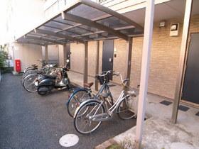 屋根付き駐輪スペースも完備!
