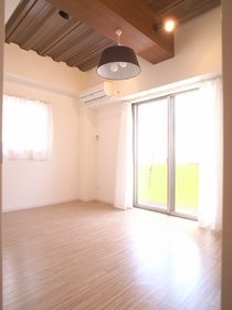 見てくださいこの天井とか。 カフェみたい♪