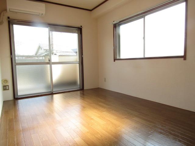角部屋につき二面採光。明るいお部屋です