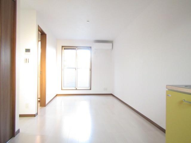 清潔感のある白基調のお部屋です♪
