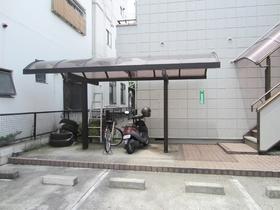 屋根付の駐輪場が2カ所あります