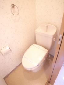 トイレは嬉しい事にウォシュレット付きです。
