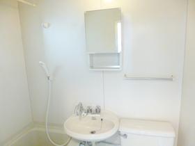 洗面所は鏡付きです♪