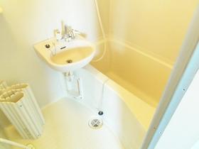 洗面台付きのバスルームです!