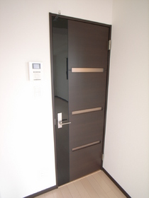 ドアかっこいいです!TVドアホンも完備で防犯もOK
