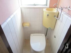 窓付きのトイレです☆
