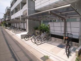 自転車置場は屋根もついています