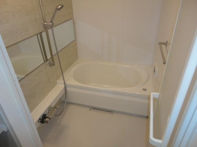 追焚機能や浴室乾燥機等の設備付き♪