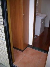 http://image.rentersnet.jp/fea39c1f-89ce-4426-a640-85647b75b96d_property_picture_2419_large.jpg_cap_玄関