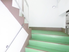 幅広の階段です