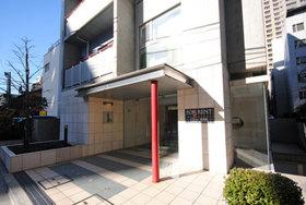 三田駅 徒歩4分エントランス