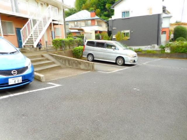 ピースフルハウス駐車場