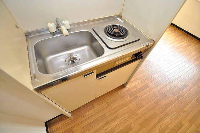 ムーンシングルエイト シンプルなキッチンは電気コンロなので、お手入れも楽ちん。