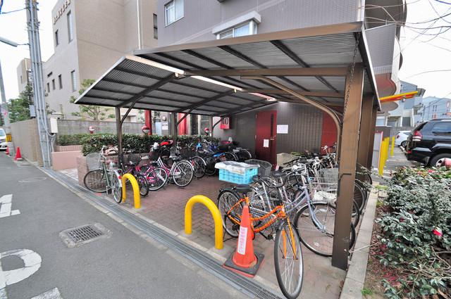 パラドール永和 広い駐輪スペースは、置き場を探すこともなくなりますね。