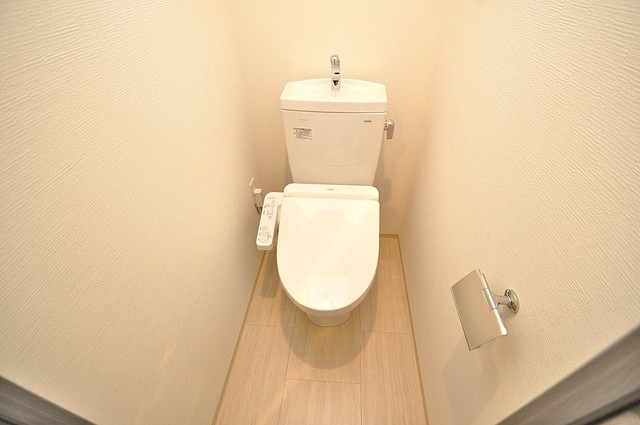 レジュールアッシュOSAKA新深江 白くてピカピカのトイレですね。癒しの空間になりそう。