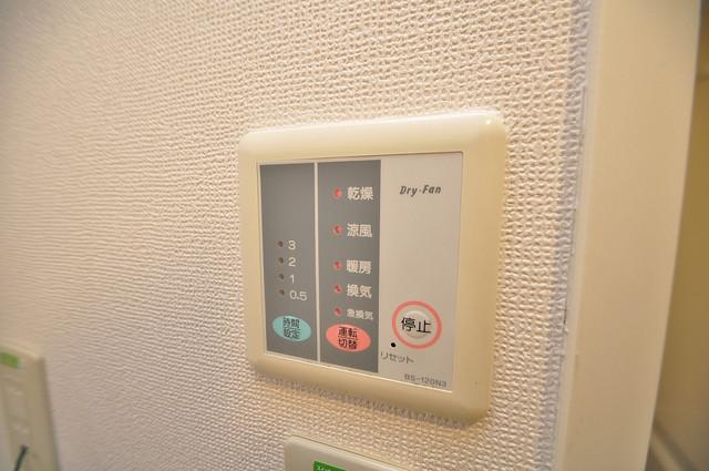 レオパレス今津 給湯リモコン付。温度調整は指1本、いつでもお好みの温度です.