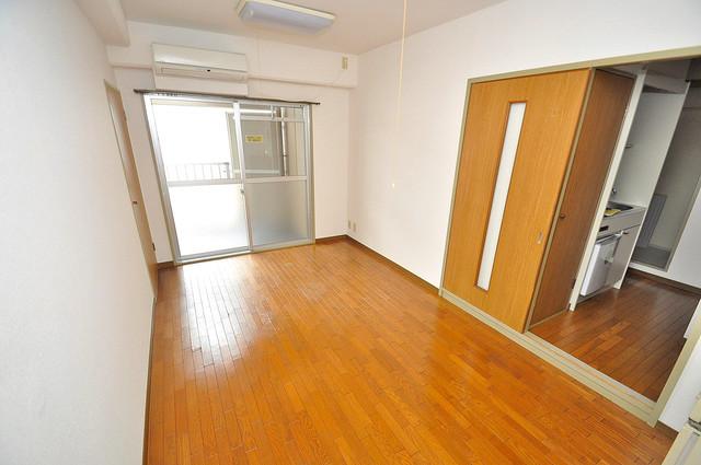 エンゼルハイツ小阪本町 明るいお部屋はゆったりとしていて、心地よい空間です