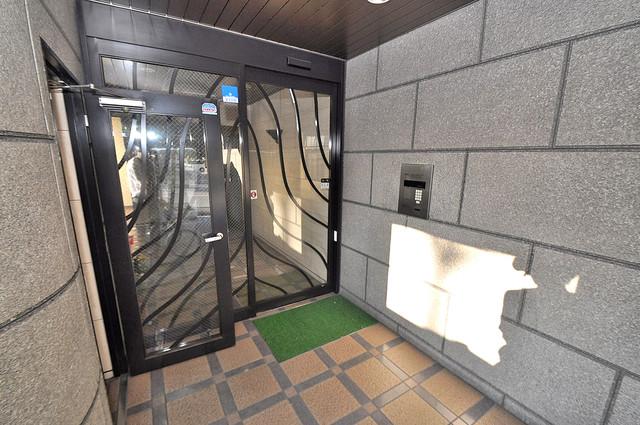 ルヴェール光陽園 オシャレなエントランスは安心のオートロック完備です。