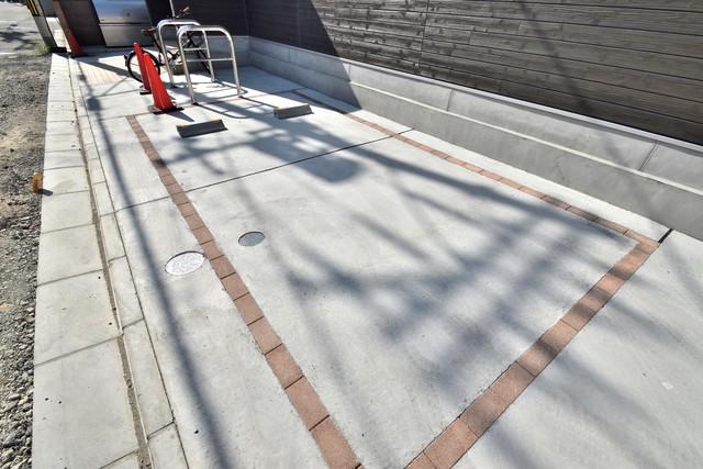 リブリ・布施 敷地内にある駐車場。愛車が目の届く所に置けると安心ですよね。