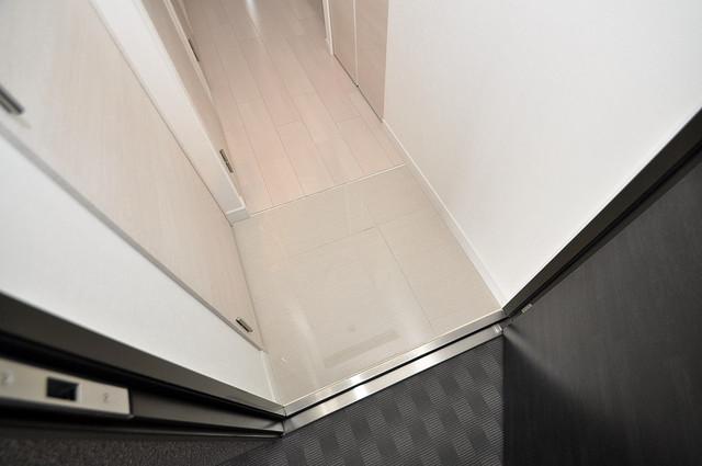 サムティ大阪GRAND EAST お部屋の入口には何も置かず、シンプルが一番ですね。