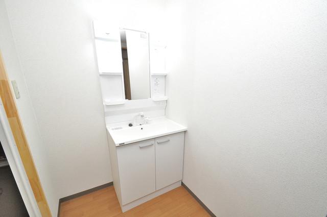 寺前町1-1-27 貸家 独立した洗面所には洗濯機置場もあり、脱衣場も広めです。
